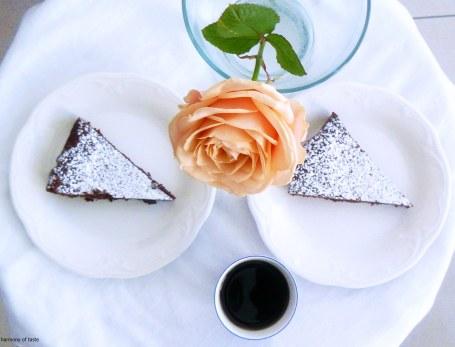 ciasto czekoladowe gotowe na talerzu2